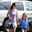 Courteney Cox et sa fille Coco âgée de 7 ans se promènent dans les rues de Los Angeles, le 29 juillet 2011.