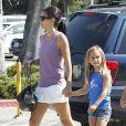 Courteney Cox et sa fille Coco se promènent dans les rues de Los Angeles, le 29 juillet 2011.