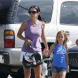 Courteney Cox et sa fille Coco font une balade dans les rues de Los Angeles, le 29 juillet 2011.