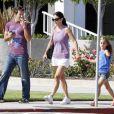 Courteney Cox, sa fille Coco et un ami se promènent dans les rues de Los Angeles, le 29 juillet 2011.
