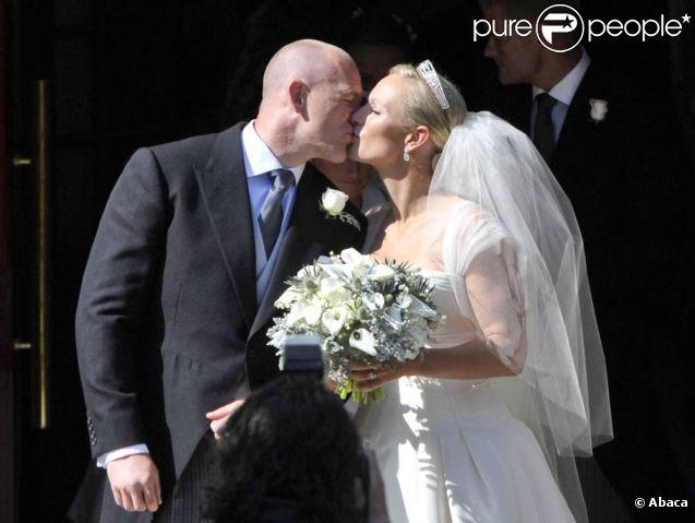Zara Phillips et Mike Tindall lors de leur mariage à Edimbourg, en Ecosse, le samedi 30 juillet 2011.