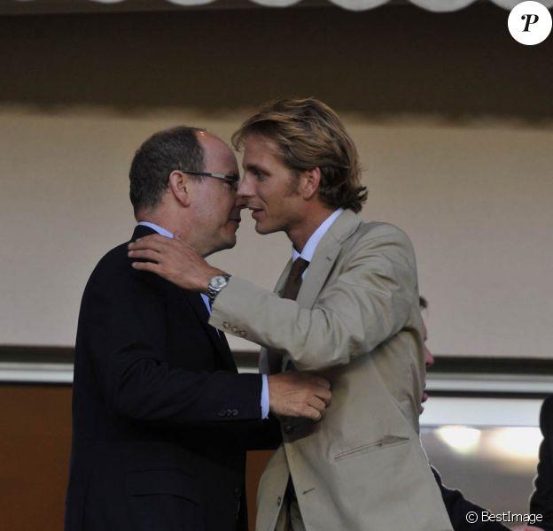 Le prince Albert de Monaco et son neveu Andrea Casiraghi étaient présents au Stade Louis-II de Monaco le 1er août 2011 pour voir l'ASM faire sa rentrée en Ligue 2 face à Boulogne-sur-mer. Score final : 0-0.