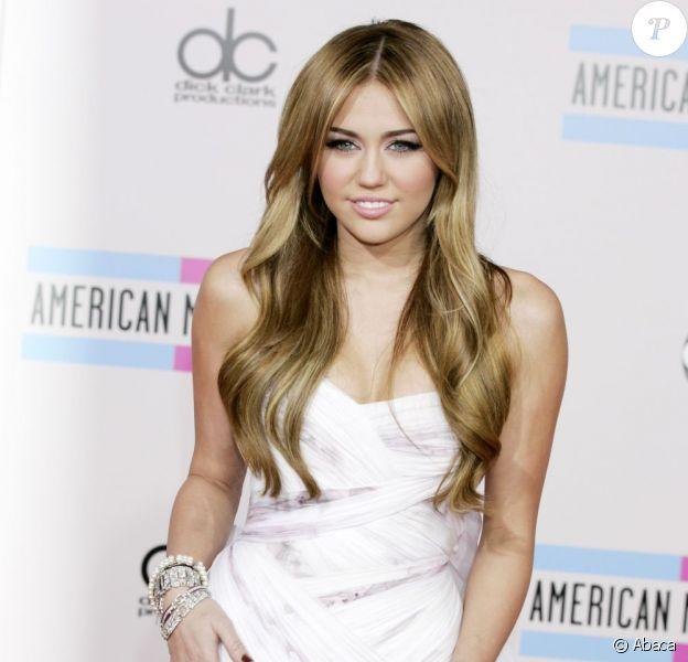 Miley Cyrus, lors des American Music Award 2010 en novembre 2010.