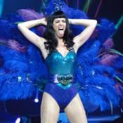Katy Perry, avec son amoureux ou sur scène, n'en fait qu'à ses cheveux