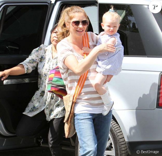 Rebecca Gayheart et Billie vont à un après-midi festif chez une amie, le samedi 6 août 2011.
