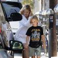 Kate Hudson, son fils Ryder et son fiancé Matthew Bellamy, avec qui elle vient d'avoir un fils, sont allés déjeuner à Brentwood à Los Angeles. Le 7 août 2011