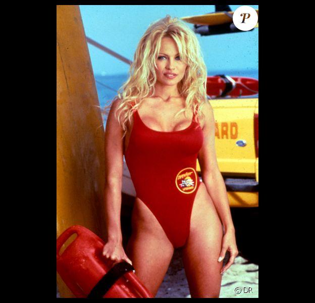 Pamela Anderson, la bombe au maillot rouge, dans Alerte à Malibu !