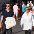 Bernadette Chirac et son petit-fils Martin dans les rues de Saint-Tropez le 12 août 2011