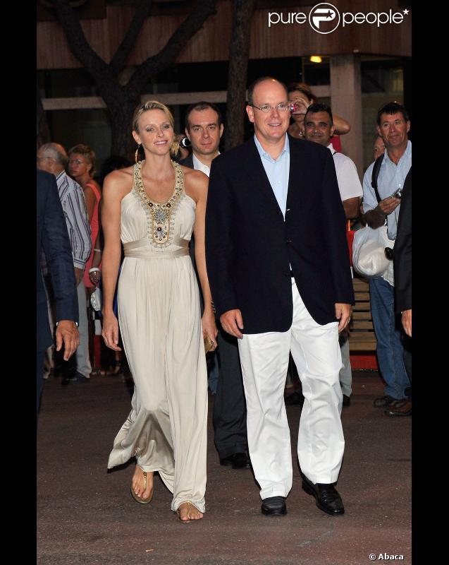 Le prince Albert II de Monaco et son épouse Charlene Wittstock lors du 50e anniversaire du stade nautique Prince Rainier III à Monaco le 19 août 2011