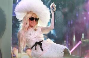 Lady Gaga : Surfeuse en bikini ou Lady en dentelle, elle joue les caméléons