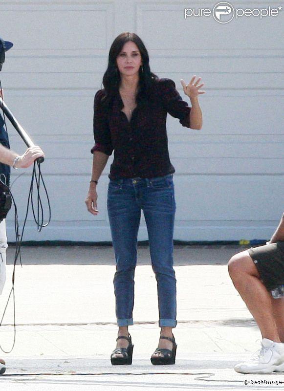 Courteney Cox sur le tournage de Cougar Town à Los Angeles. Août 2011