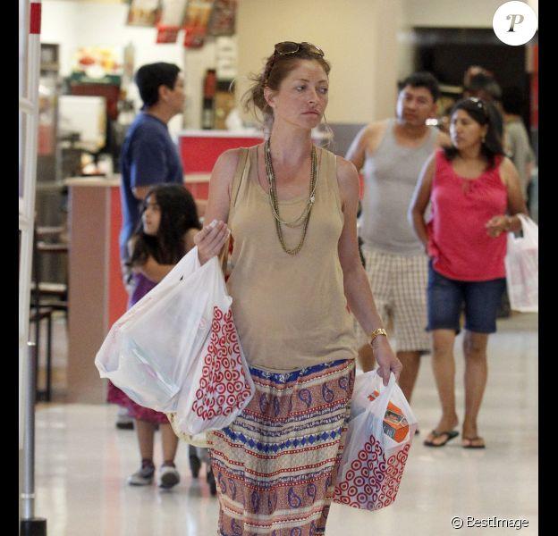 Rebecca Gayheart, enceinte, reste une future maman active en allant faire les courses à Los Angeles. Le 27 août 2011