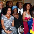 Danny Glover reçoit les insignes de chevalier des Arts et des Lettres, à Paris, le 12 septembre 2011.