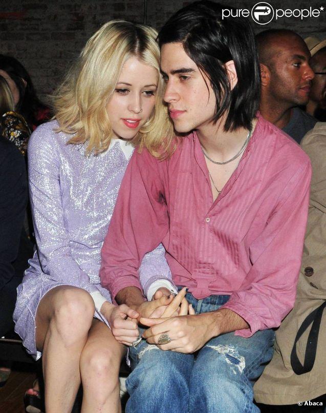 Peaches Geldof et son petit ami Thomas Cohen au défilé Y-3, collection printemps-été 2012, lors de la Fashion Week new-yorkaise le 12 septembre 2011