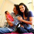 Adeline Blondieau tout sourire et sa petite Wilona, entourées du papa Laurent Hubert à la clinique Sainte Isabelle, le jeudi 1er septembre 2011. Wilona avait alors 2 jours.