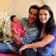 Adeline Blondieau et sa petite Wilona, entourées du papa Laurent Hubert à la clinique Sainte Isabelle, le jeudi 1er septembre 2011. Wilona avait alors 2 jours.