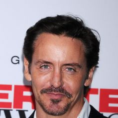 Charles Mesure Lors Dela Soiree De Lancement De La Derniere Saison De Desperate Housewives Organisee Par Disney Abc Television A Los Angeles Le 21 Septembre 201 Purepeople