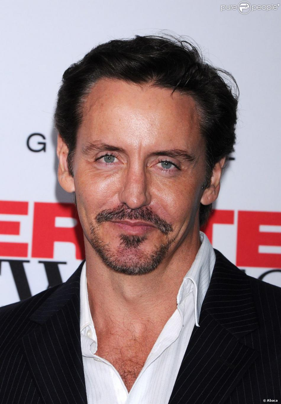 charles mesure height weight