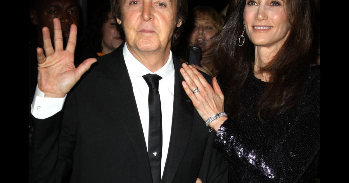 paul mccartney et sa future pouse nancy lors de la pr sentation du ballet ocean 39 s kingdom le. Black Bedroom Furniture Sets. Home Design Ideas