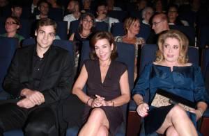 Catherine Deneuve rend hommage à Yves Montand aux côtés de sa veuve et son fils