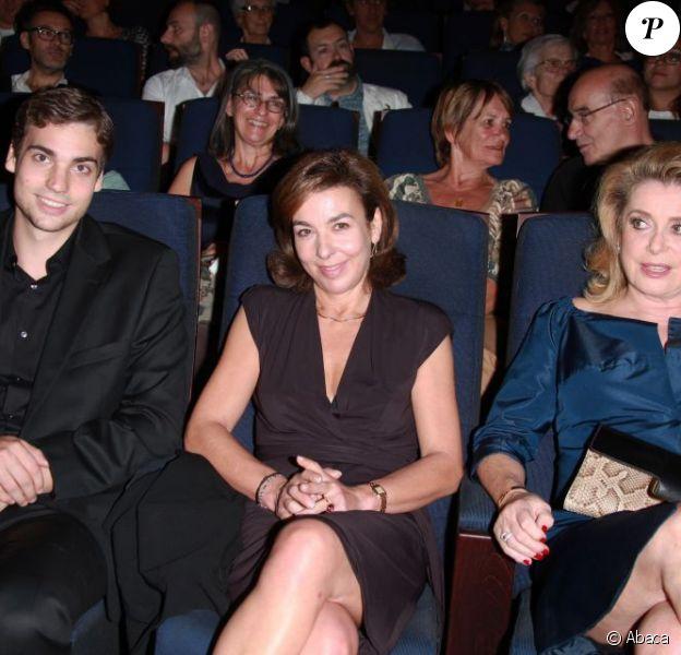 Valentin Livi, Carole Amiel et Catherine Deneuve lors de la présentation du Sauvage à la Cinémathèque de Paris le 26 septembre 2011
