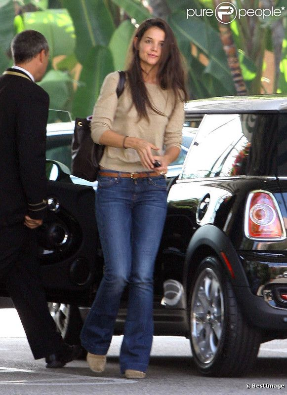 Katie Holmes arrive à son hôtel après avoir fait une visite chez le médecin à Los Angeles, 26 septembre 2011