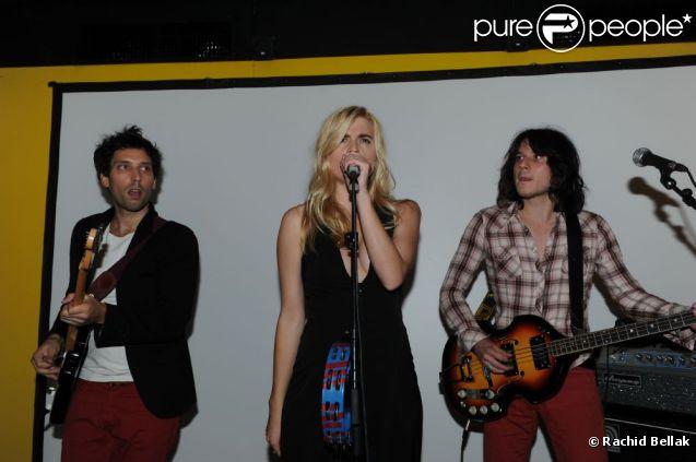 Cécile Cassel et son groupe Hollysiz lors de la soirée organisée au Derrière, à Paris, le vendredi 30 septembre 2011.