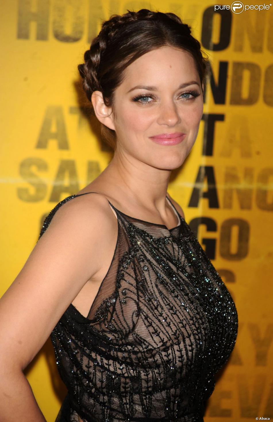 l 39 actrice fran aise marion cotillard lors de la premi re du film contagion o elle partage l. Black Bedroom Furniture Sets. Home Design Ideas