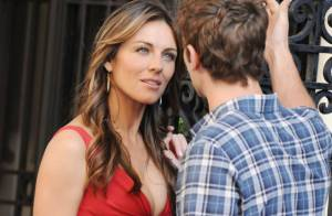 Elizabeth Hurley : La future mariée s'offre un moment sexy avec Chace Crawford