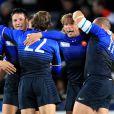 Pape, Heymans, Barcella, Szarzewski savourent leur victoire...   Le XV de France a su se transcender et retrouver les valeurs du combat pour dominer (19-12) le XV de la Rose le 8 octobre 2011 et accéder aux demi-finales du Mondial de rugby 2011.