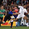 Vincent Clerc s'arrache pour stopper Tuilagi.   Le XV de France a su se transcender et retrouver les valeurs du combat pour dominer (19-12) le XV de la Rose le 8 octobre 2011 et accéder aux demi-finales du Mondial de rugby 2011.