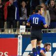 Maxime Medard aplatit, Morgan Parra apprécie !   Le XV de France a su se transcender et retrouver les valeurs du combat pour dominer (19-12) le XV de la Rose le 8 octobre 2011 et accéder aux demi-finales du Mondial de rugby 2011.