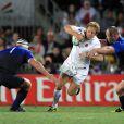 Wilkinson s'arrache pour prendre l'intervalle entre Servat et Poux.   Le XV de France a su se transcender et retrouver les valeurs du combat pour dominer (19-12) le XV de la Rose le 8 octobre 2011 et accéder aux demi-finales du Mondial de rugby 2011.