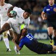 Yachvili participe à l'effort de guerre sur Tuilagi.   Le XV de France a su se transcender et retrouver les valeurs du combat pour dominer (19-12) le XV de la Rose le 8 octobre 2011 et accéder aux demi-finales du Mondial de rugby 2011.