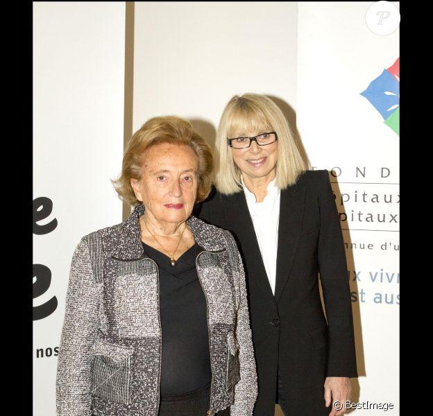 Bernadette Chirac et Mireille Darc lors du lancement de l'opération + de vie à l'hôpital Rothschild à Paris le 7 octobre 2011