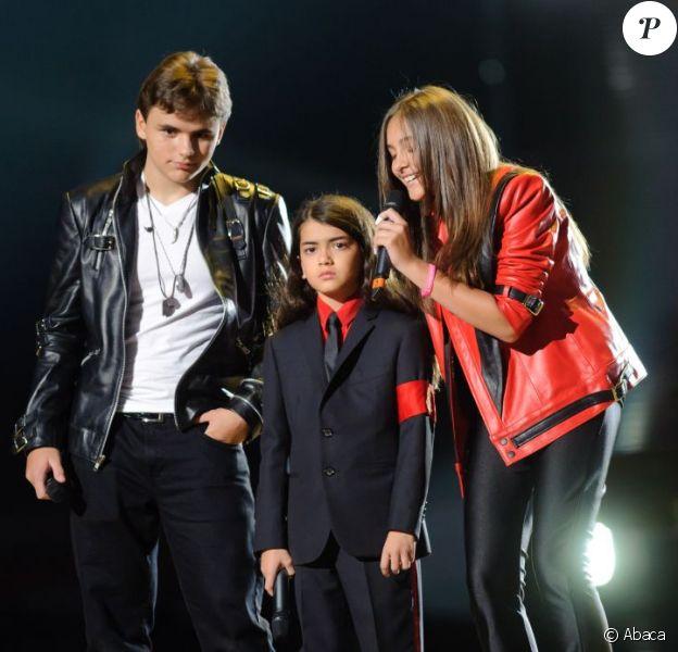 Prince, Blanket et Paris Jackson lors du concert hommage à Michael Jackson leur père, à Cardiff le 8 octobre 2011