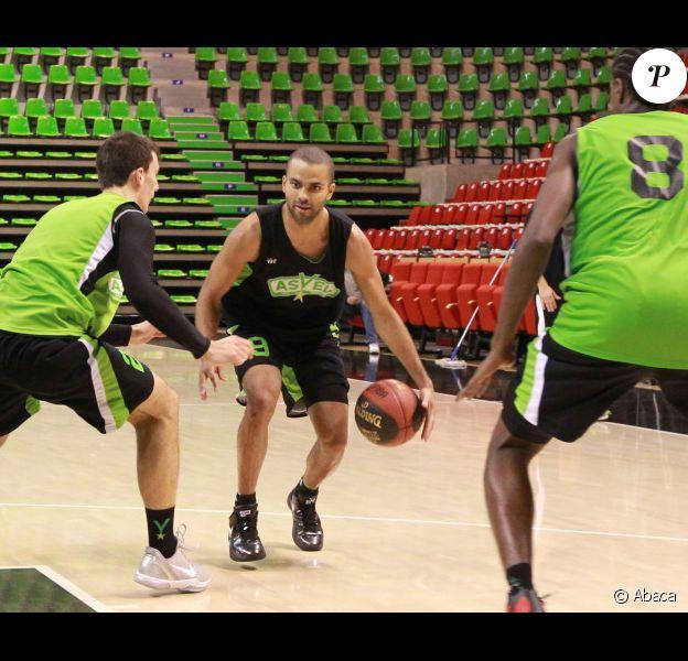 Tony Parker pour son premier entraînement le 10 octobre 2011 à l'Astroballe de Villeurbanne