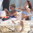 Nicole Richie lors de son escapade au Mexique avec ses amies Juliette Lewis et Samantha Ronson. Septembre 2011