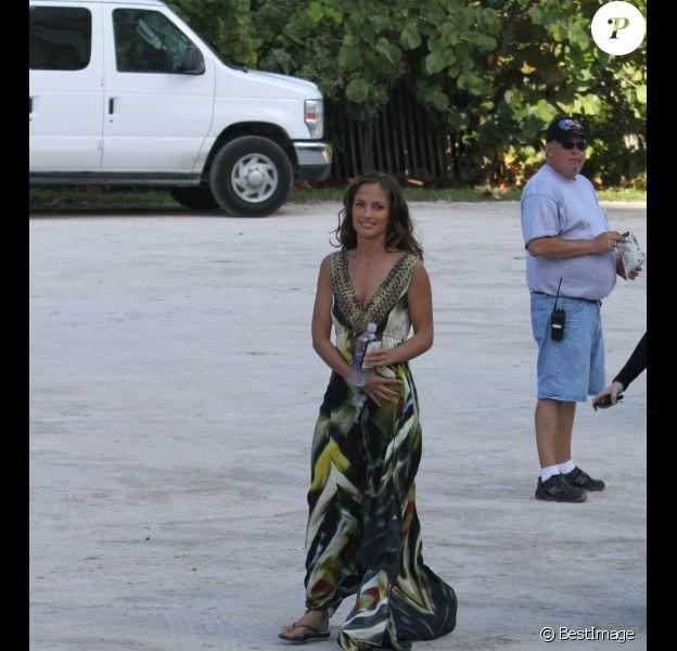 La sublime Minka Kelly sur le tournage de la série Charlie's Angels, à Miami, le 11 octobre 2011