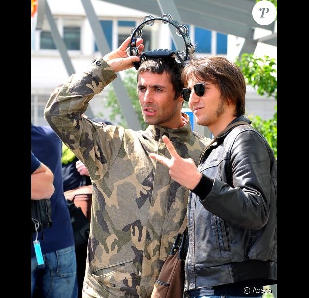 Noel Gallagher et Liam Gallagher, les frères ennemis à Paris en août 2009