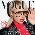 Paris Hilton se transforme en Terry Richardson pour le Vogue Turkiye. Février 2011.