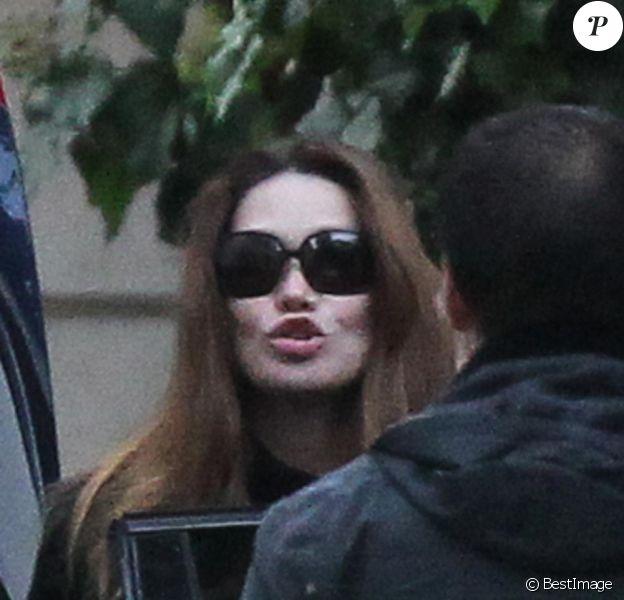 Carla Bruni et Nicolas Sarkozy sont de retour à leur hôtel particulier le dimanche 16 octobre en fin d'après-midi après un week-end à l'Elysée