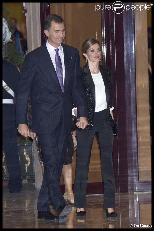 La princesse Letizia et son époux le prince Felipe, lors de la cérémonie de clôture de la Semaine Musicale organisée à Oviedo en Espagne. Le 20 octobre 2011
