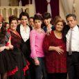 Sofia Essaïdi entourée du casting d'Aïcha : la grande débrouille, diffusé France 2 à 20h35 le 7 septembre