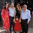 Salma Hayek en famille lors de l'avant-première à Los Angeles du film Le Chat Potté le 23 octobre 2011