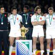 Le Xv tricolore uni sur le podium lors de la finale de la Coupe du monde de rugby remportée par les All Blacks le 23 octobre 2011 à l'Eden Park d'Auckland