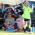 Denise Richards emmène ses deux filles Lola et Eloise voir le match de leur soeur aînée Sam à San Fernando Valley le 29 octobre 2011