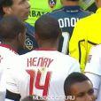 La demi-finale aller des playoffs de MLS entre le Los Angeles Galaxy et les New York Red Bulls n'a pas été marquée que par la classe de David Beckham et la défaite de Thierry Henry, mais aussi par une bagarre générale en fin de rencontre !