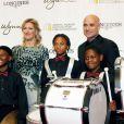 Grâce à un don colossal, la fondation et l'école du Kid de Las Vegas ont de beaux jours assurés.   Andre Agassi, soutenu comme toujours par sa femme Steffi Graf, donnait le 29 octobre 2011 au Wynn Resort de Las Vegas la 16e édition de son gala de bienfaisance Andre Agassi Grand Slam for Children.