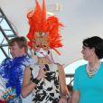 Malgré ses efforts, la princesse Maxima ne passe pas inaperçue, comme ici au festival Fiesta Popular à Linear Park, Oranjestad, Aruba, le 28 octobre 2011.   La reine Beatrix, le prince Willem-Alexander et la princesse Maxima des Pays-Bas sont en visite dans les ex-Antilles néerlandaises du 28 octobre au 6 novembre 2011.